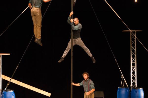 Cirque La Compagnie - L'Avis Bidon - ph Marlene Braka